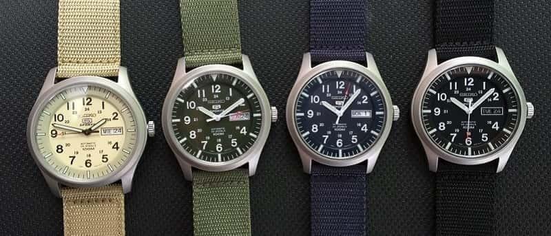 Đồng hồ có nhiều màu sắc khác nhau